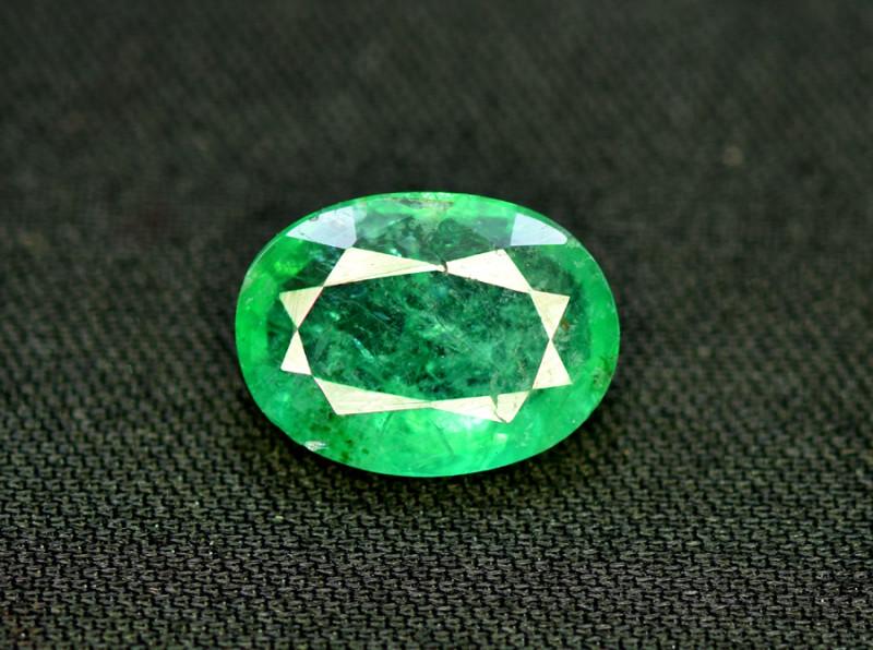 Emerald, 3.00 Carats Oval Cut Natural Zambian Emerald Gemstone