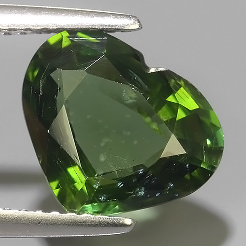 3.65 CTS GENUINE TOP GREEN COLOR APATITE HEART GEM BRAZIL!!