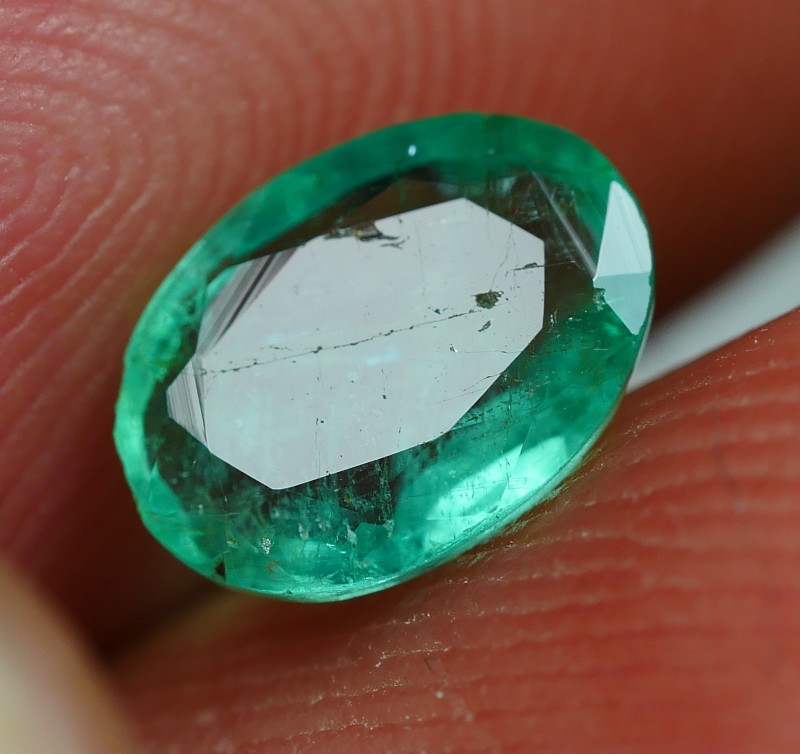 0.745CRT TRANSLUCENT GREEN EMERALSD ZAMBIA -