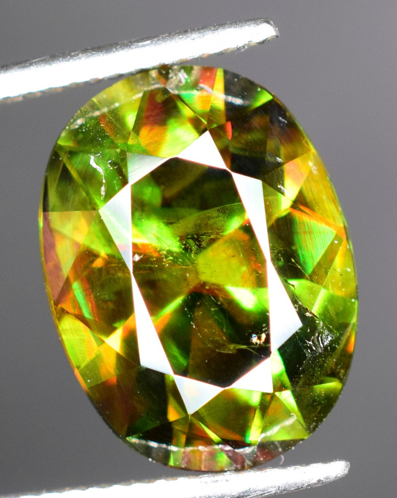 7.10 carats fiery Sphene Gemstone
