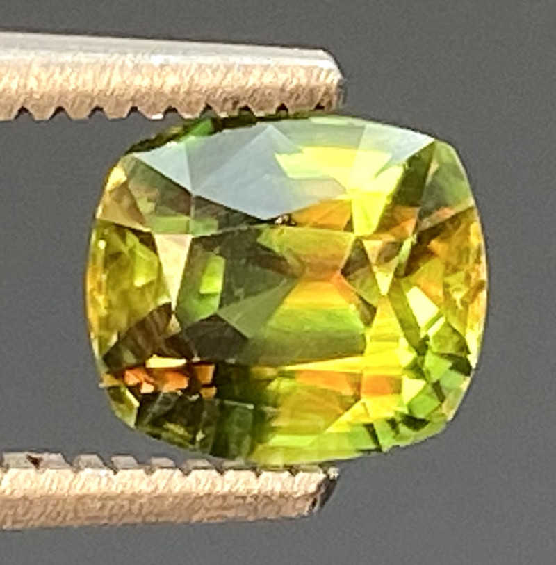Green Chrome Sphene Dramatic Fire  AAA Quality From Pakistan.GSN 02