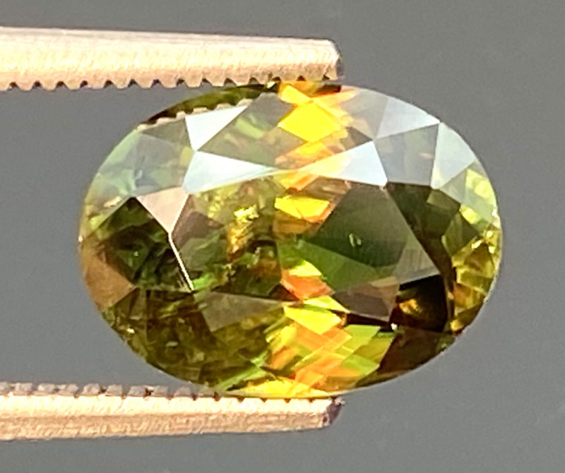 Green Chrome Sphene Dramatic Fire  AAA Quality From Pakistan.GSN 07