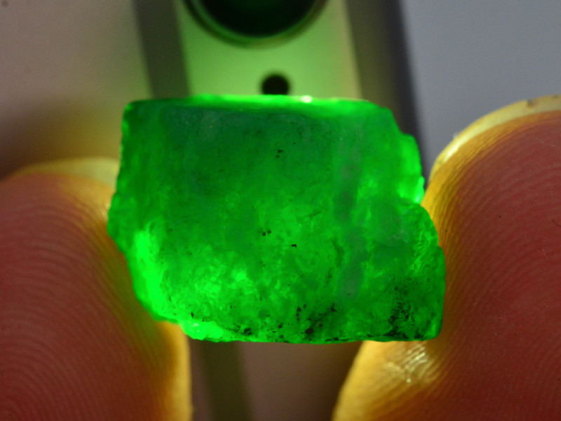 Top Quality 13.55 ct Natural Emerald Specimen From Swat