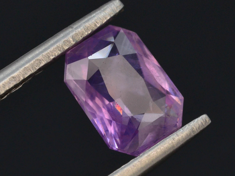 GGI CERT~Top Color 1.60 ct Natural Pink Sapphire