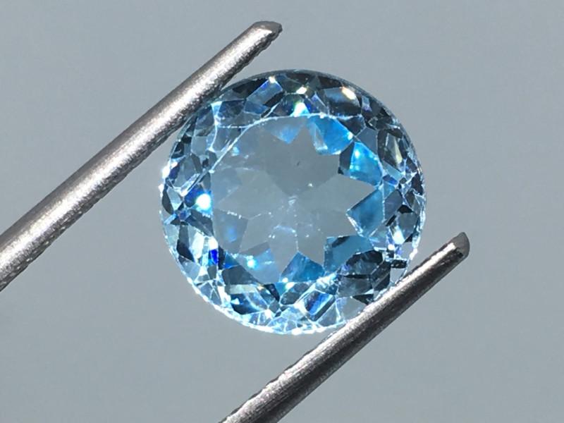 3.65 Carat VVS Topaz Aqua Blue Precision Cut and Polished Quality !