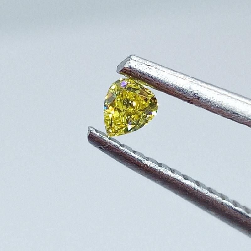 0.135ct  Fancy Vivid  Yellow Green  Diamond , 100% Natural Untreated