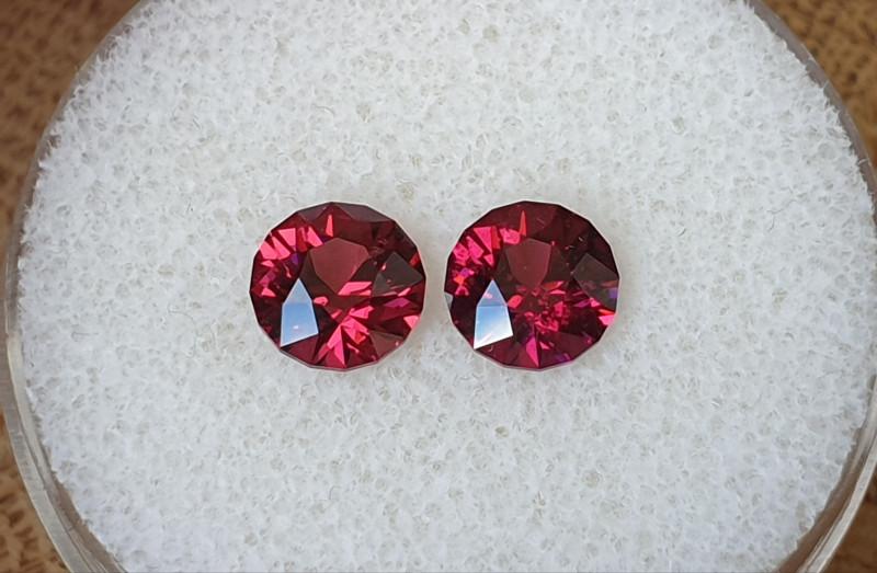 2,94ct pinkish purple Rhodolite garnet pair - Master cut