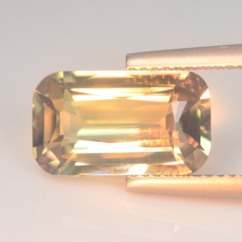 Hypnotic  Zultanite Diaspore 4.18 Cts Color Change step cut BGC664
