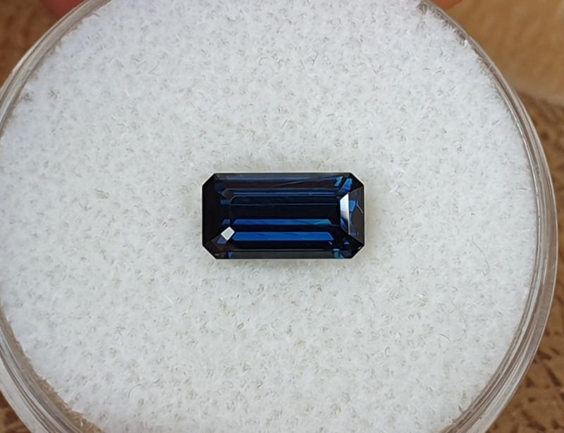 1,40ct Dark blue Sapphire - Designer cut!