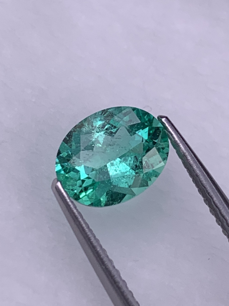 1.42 Cts Colombian Vivid Green Natural Emerald Top Quality