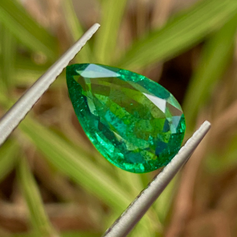 1.8 ct Emerald  Vivid green 100 % Natural Gemstone