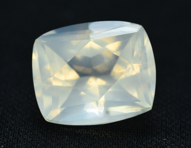 Top Quality 9.55 ct Natural Moonstone Amazing  Color