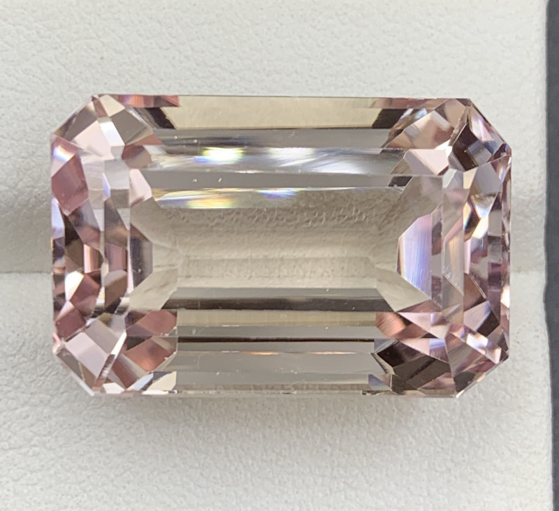 51.61 ct Kunzite Gemstones