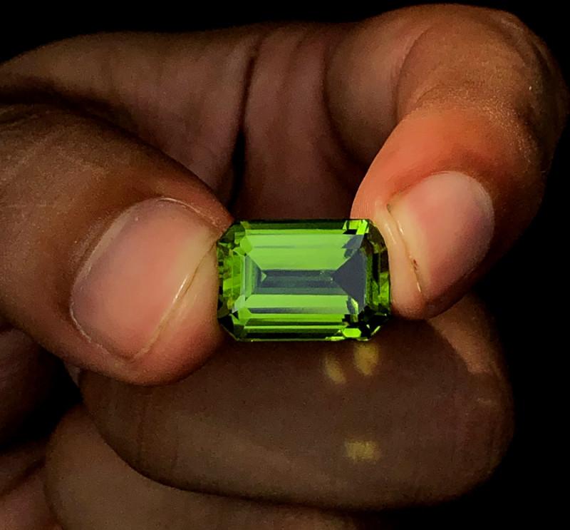 11.36 Carats Natural AAA Grade Color Peridot From Pakistan
