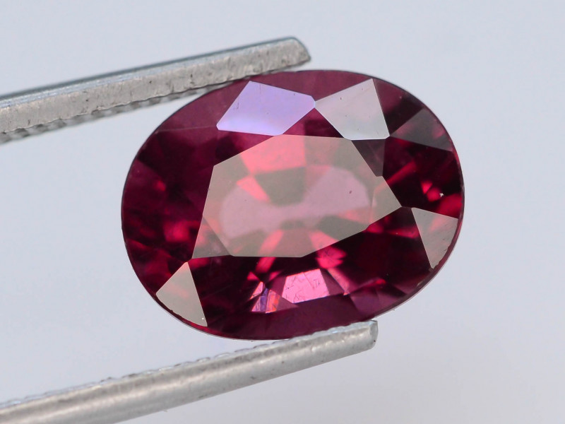 Red Color 3.65 Ct Natural Amazing Garnet