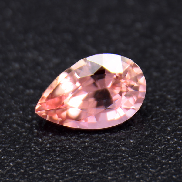 Natural Padparadscha Sapphire well-cut 0.39ct (01727)