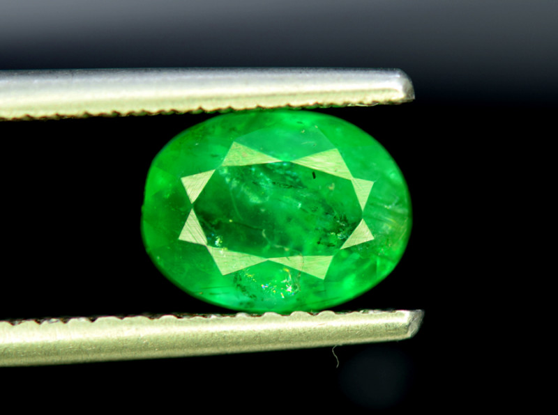 Emerald, 2.40 Carats Oval Cut Natural Zambian Emerald Gemstone