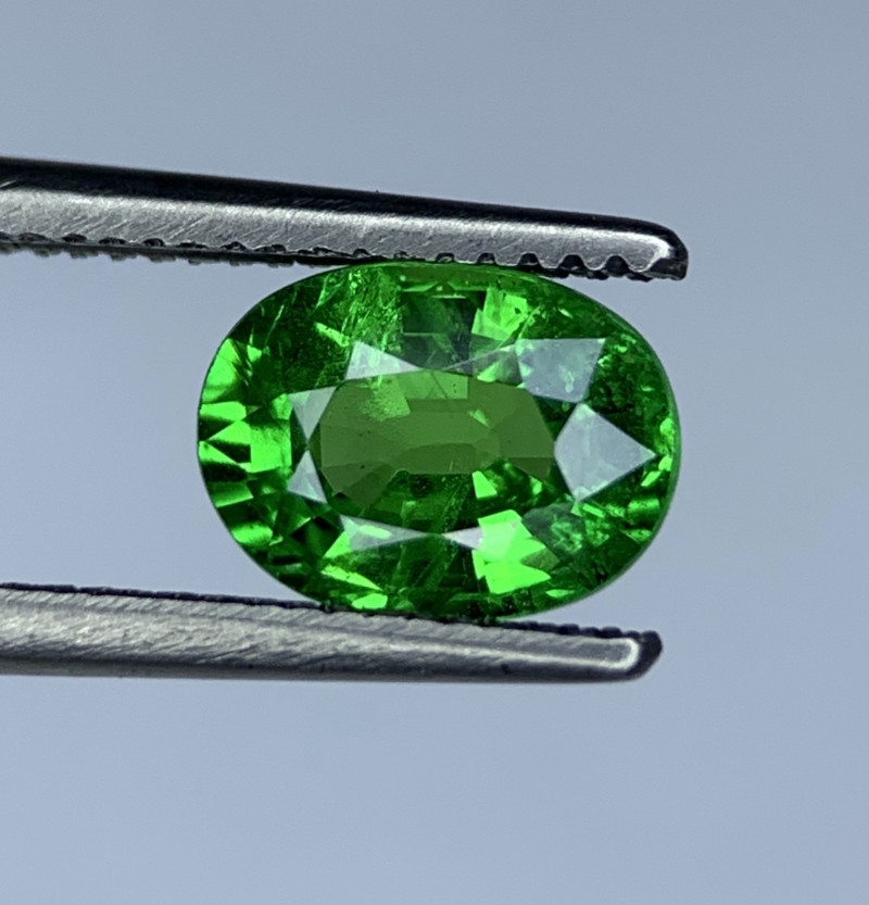 1.37 Carats vivid Green Natural Tsavorite Gemstone