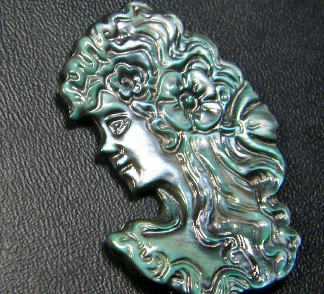 MOTHER OF PEARL CARVING 10.00 CTS [PF155]