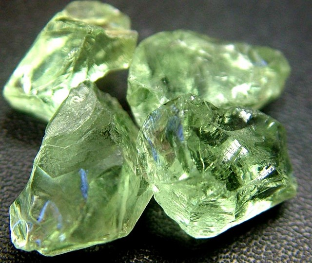 GREEN PRASIOLITE ROUGH 49.75 CTS [F1110 ]
