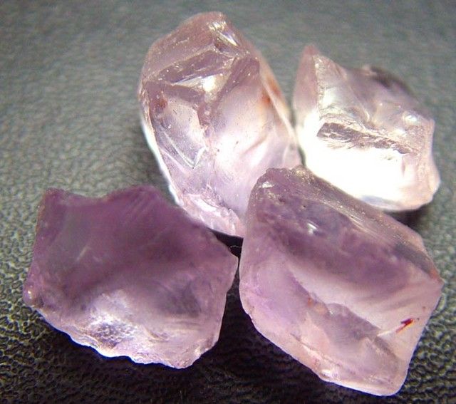 PINK AMETHYST [ROSE DE FRANCE] ROUGH 31.90 CTS  [F1162 ]