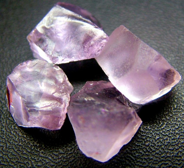 PINK AMETHYST [ROSE DE FRANCE] ROUGH 27.75 CTS  [F1178 ]