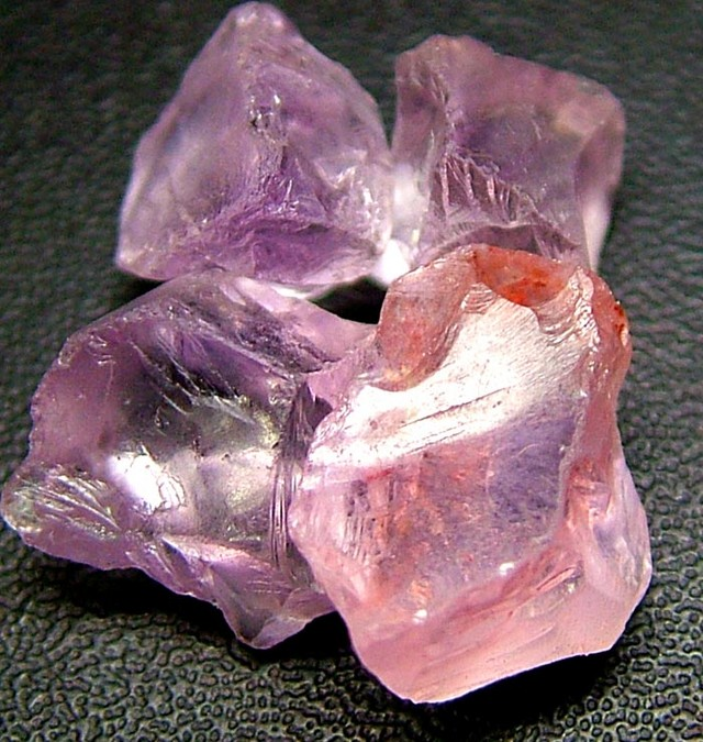 PINK AMETHYST [ROSE DE FRANCE] ROUGH 22.45 CTS  [F1185 ]