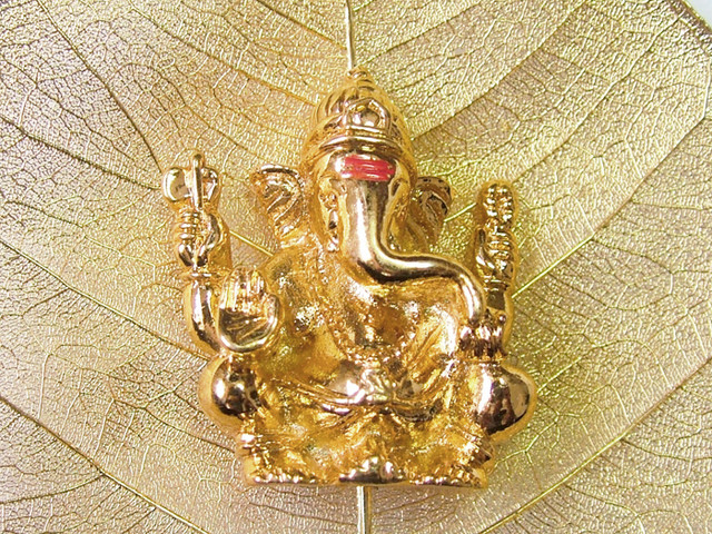 GANESH COLLECTABLE SUSPENDED ON A GOLDEN LEAF 93CTS LT-130