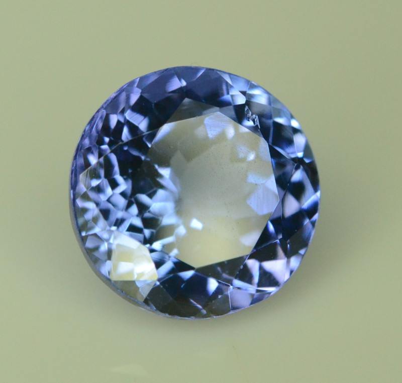 AAA Color 2.90 ct Tanzanite eye catching Color