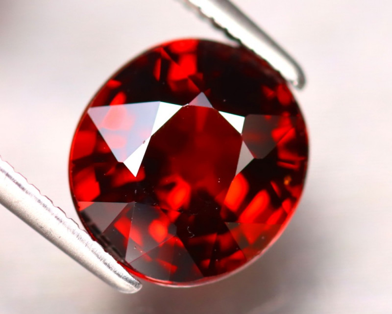 Almandine 3.23Ct Natural Vivid Blood Red Almandine Garnet EF1024/B3
