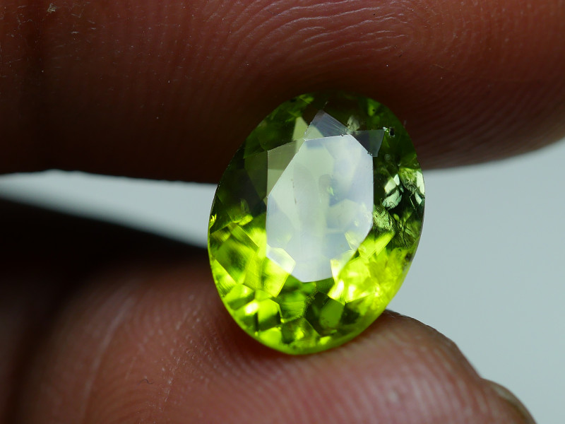 3.555 CRT AWESOME NATURAL PERIDOT STUNNING COLOR-