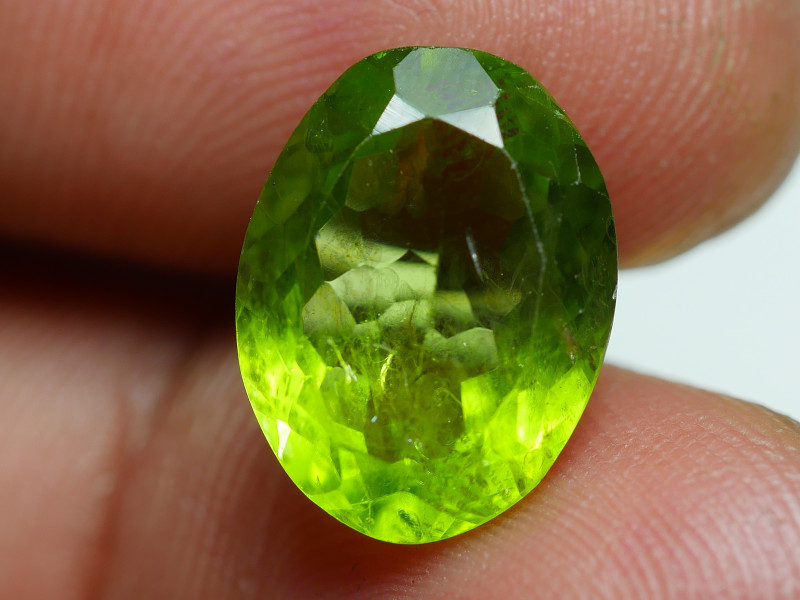 6.825  CRT AWESOME NATURAL PERIDOT STUNNING COLOR-