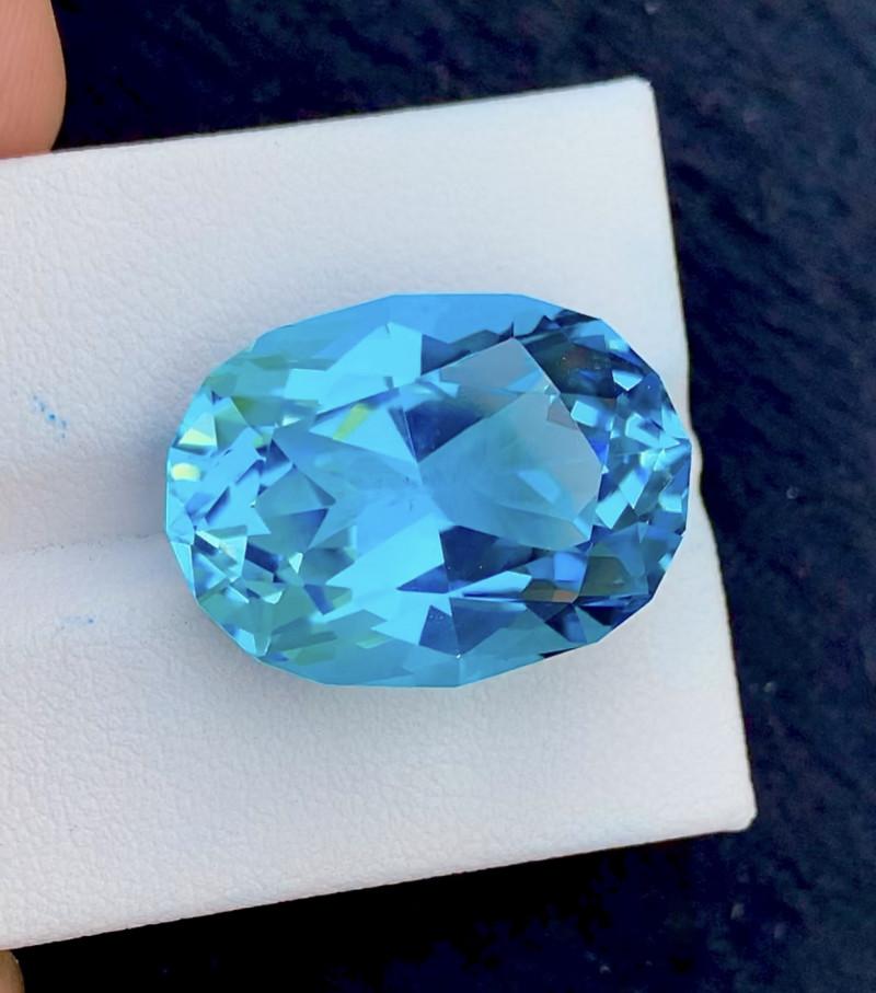Stunning 29.40 Ct Natural Blue Topaz Gemstone