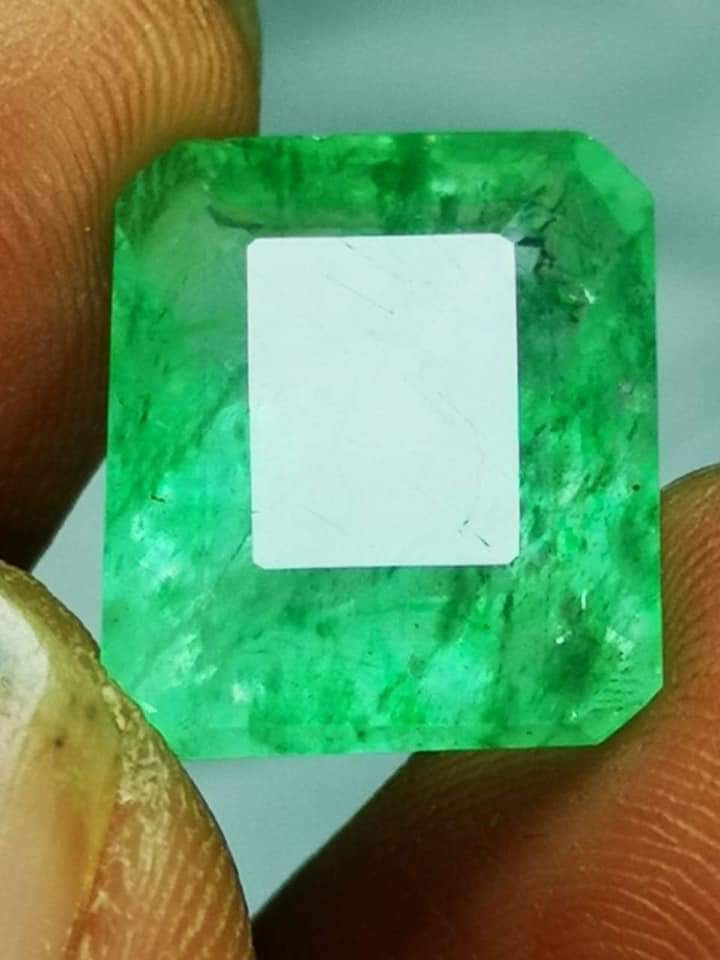 Certf.12.50 crt Colombia Emerald High Quality Light Green.