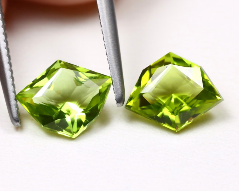 Peridot 2.20Ct 2Pcs VVS Master Cut Natural Neon Green Peridot B975