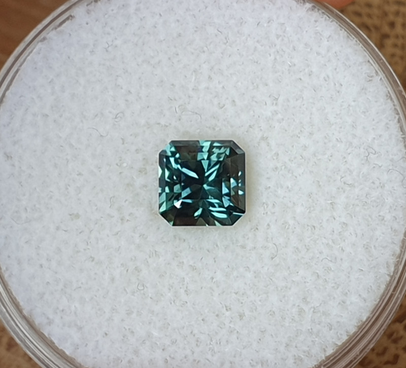 1,22ct teal to green colour change Sapphire - Master cut