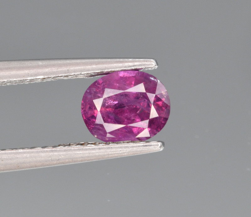 Natural Sapphire 0.98 Cts from Kashmir, Pakistan