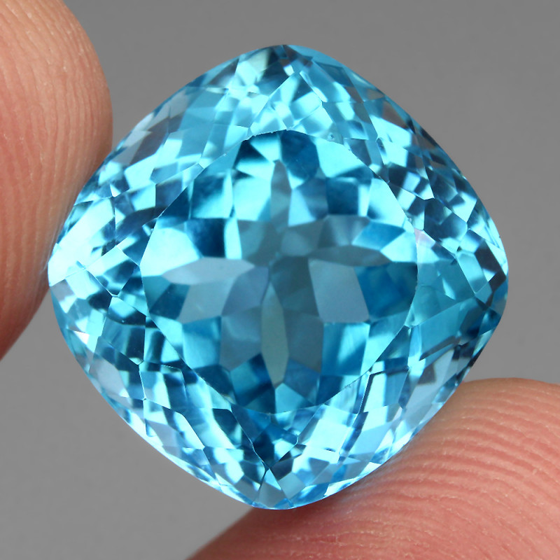Clean 24.84 ct   Natural Earth Mined Top Quality Swiss Blue Topaz Brazil