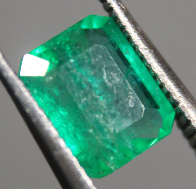 Cts.0.85 colombian emerald faceted   RFA70