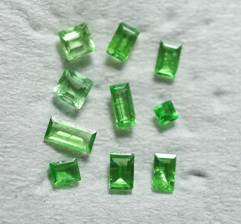 0.785 CRT 10 PCS BRILLIANT GREEN TSAVORITE GARNET PARCELS-