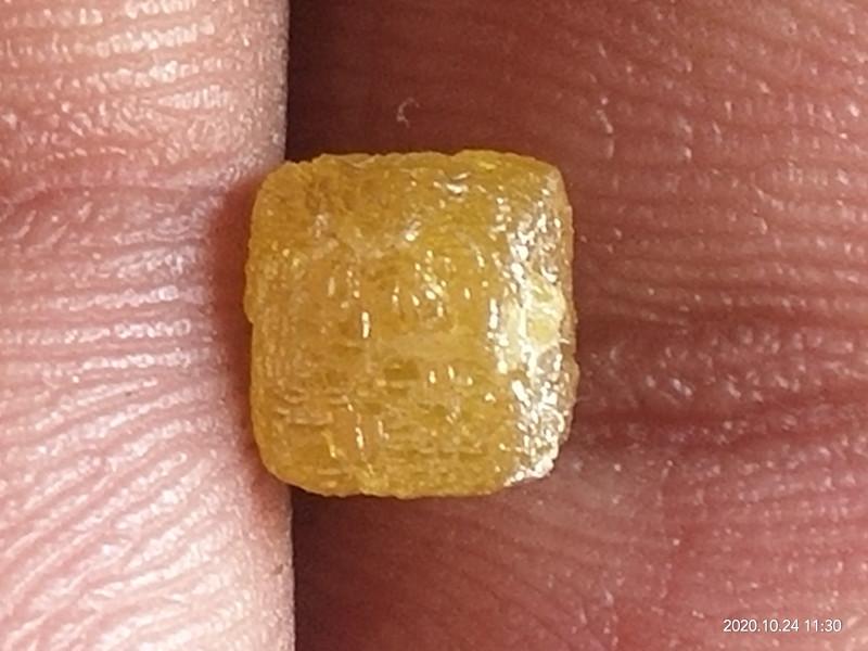 NATURAL CUBESHAPE  YELLOW DIAMOND ROUGH-2.05CTW-1PCS