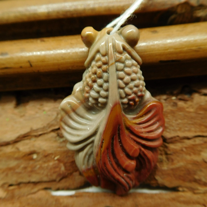 Succor jasper carved fish pendant (G2446)