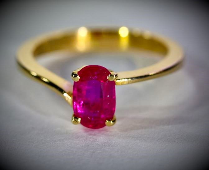 Jegdalek Ruby 1.24ct Solid 18K Yellow Gold Ring