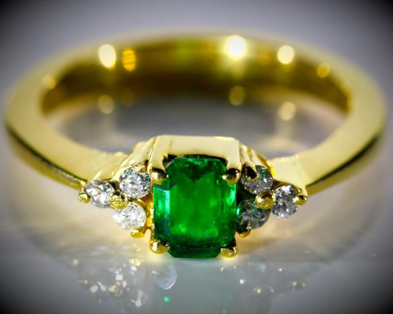 Emerald 1.04ct Natural Diamonds Solid 18K Yellow Gold Multistone Ring