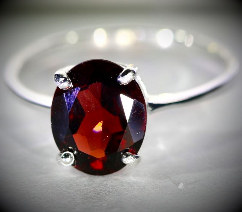 Pyrope 2.85ct Platinum Finish Solid 925 Sterling Silver Ring