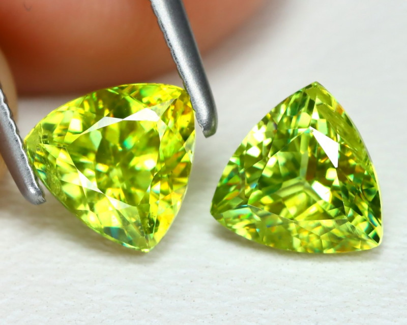 Sphene 1.79Ct 2Pcs Trillion Cut Natural Vivid Green Color Sphene Lot B3588