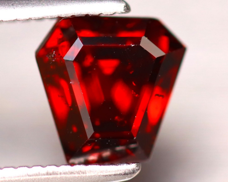 Almandine 1.70Ct Natural Vivid Blood Red Almandine Garnet EF0125/B3