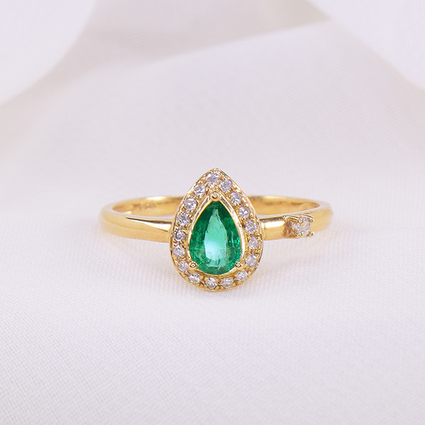 Natural Emerald & Diamond 18kt Gold Ring