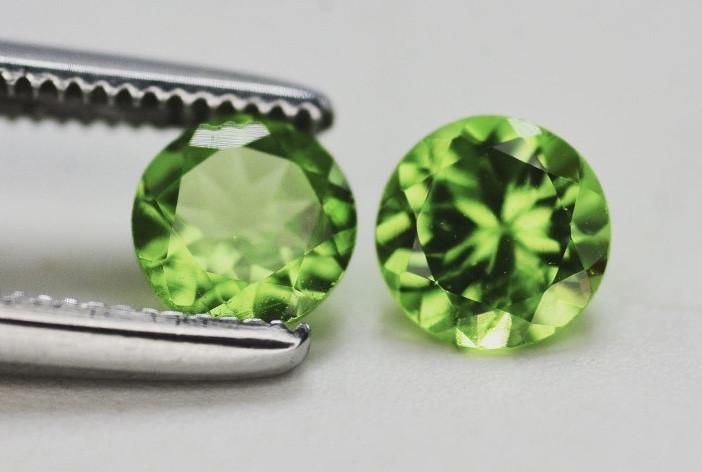 Tsavorite 0.90 Ct Natural Green Color Tsavorite Garnet Pair