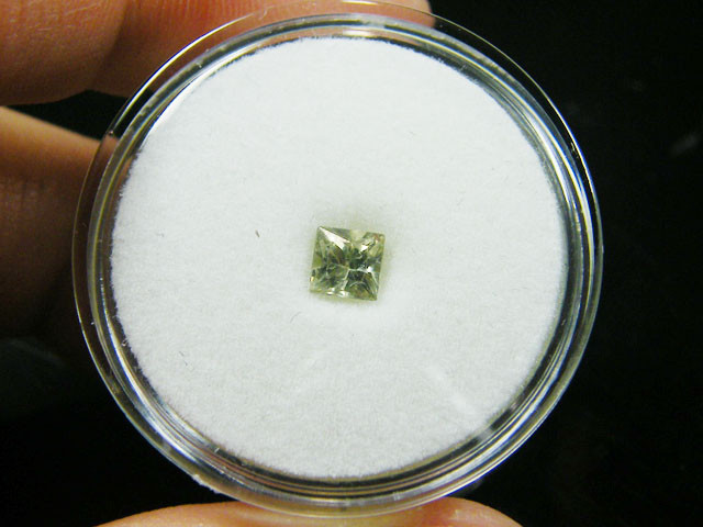 SQUARE FANCY CUT PALE GREEN COLOUR SAPPHIRE  0.45 CRT TW895